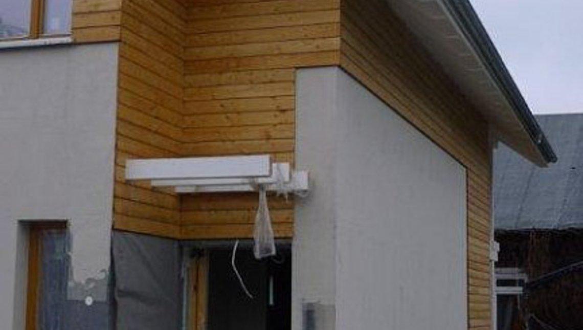 Двухэтажный энергосберегающий дом для узкого участка