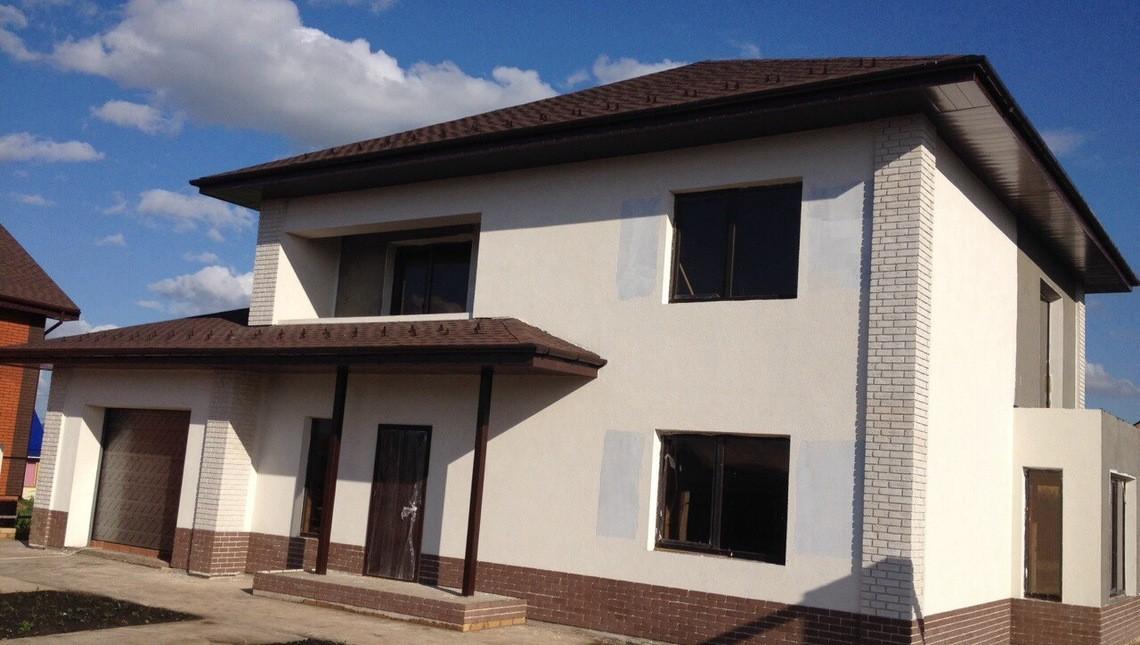 Проект двухэтажного классического дома с встроенным гаражом