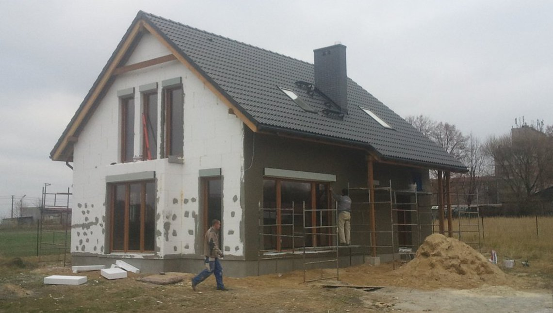 Проект мансардного дома для участка с южным въездом