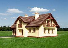 Двухэтажный дом с аркой на входе и французскими балконами