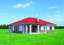 Оригинальный загородный коттедж с одним этажом и просторной террасой