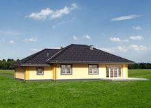 Просторный загородный коттедж с четырьмя комнатами и гаражом