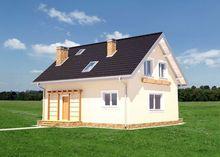 Двухэтажный коттедж со стильными деревянными конструкциями на входном крыльце и террасе