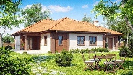 Симпатичный дом с многоскатной крышей