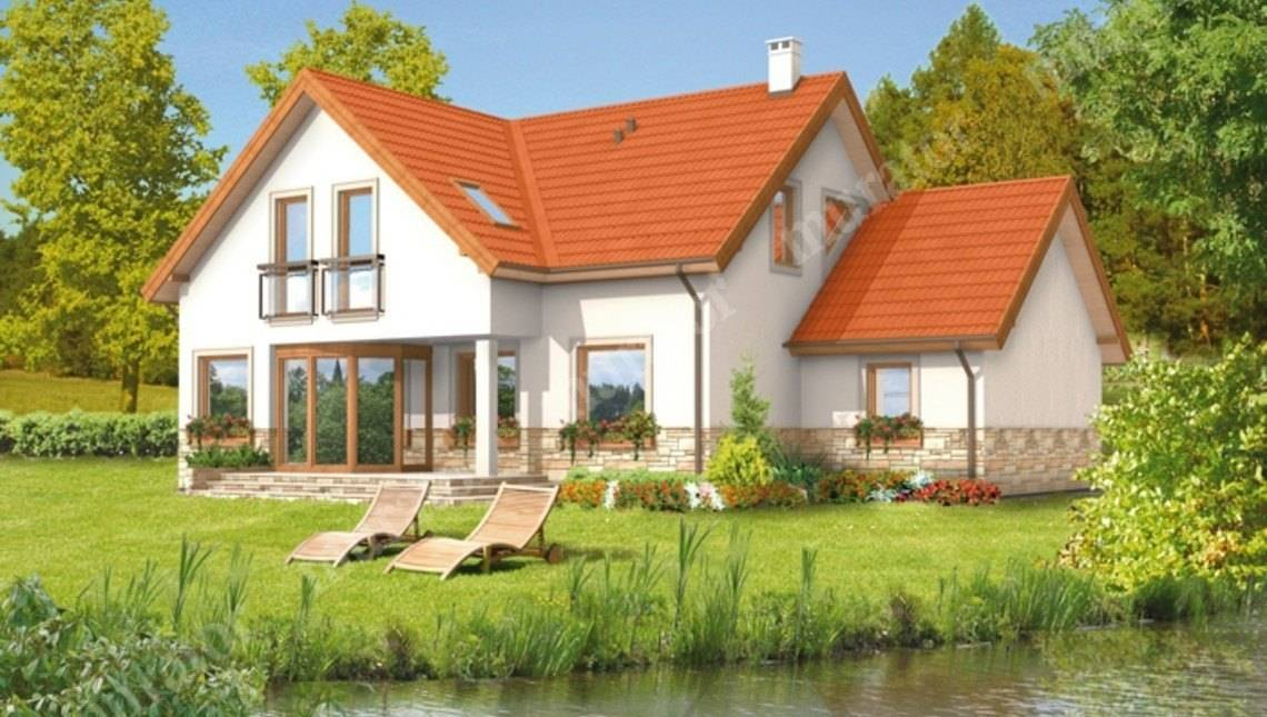 Двухэтажный дом под красивой крышей